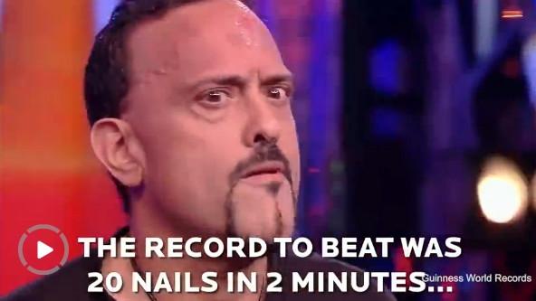 美男子两分钟内用脑袋砸38颗钉子:创下世界纪录