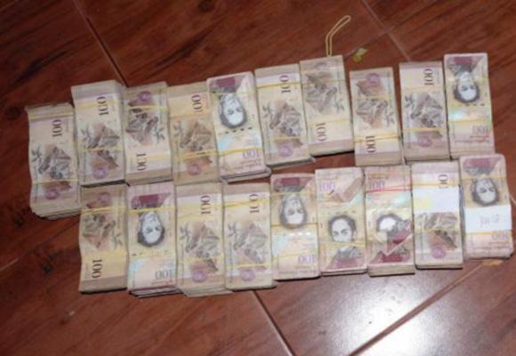 巴拉圭警方查获30吨50和100玻利瓦尔币