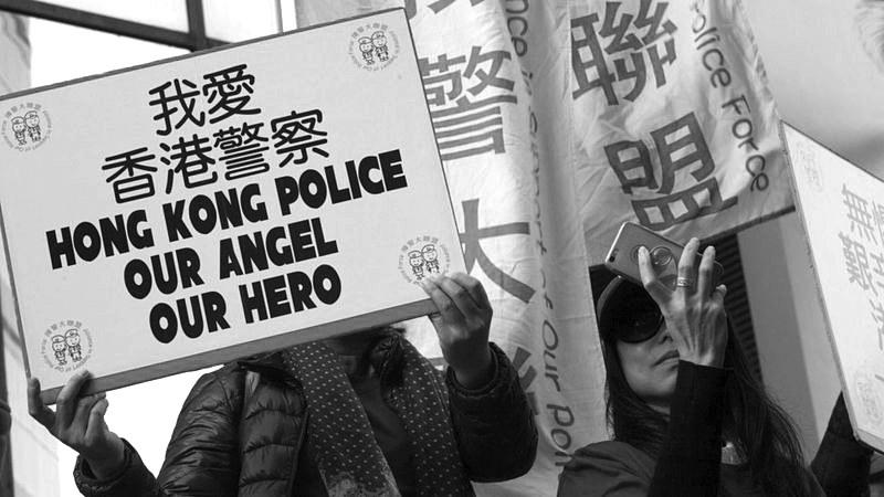 """制止""""占中""""闹事 七名香港警察昨天却被定罪"""