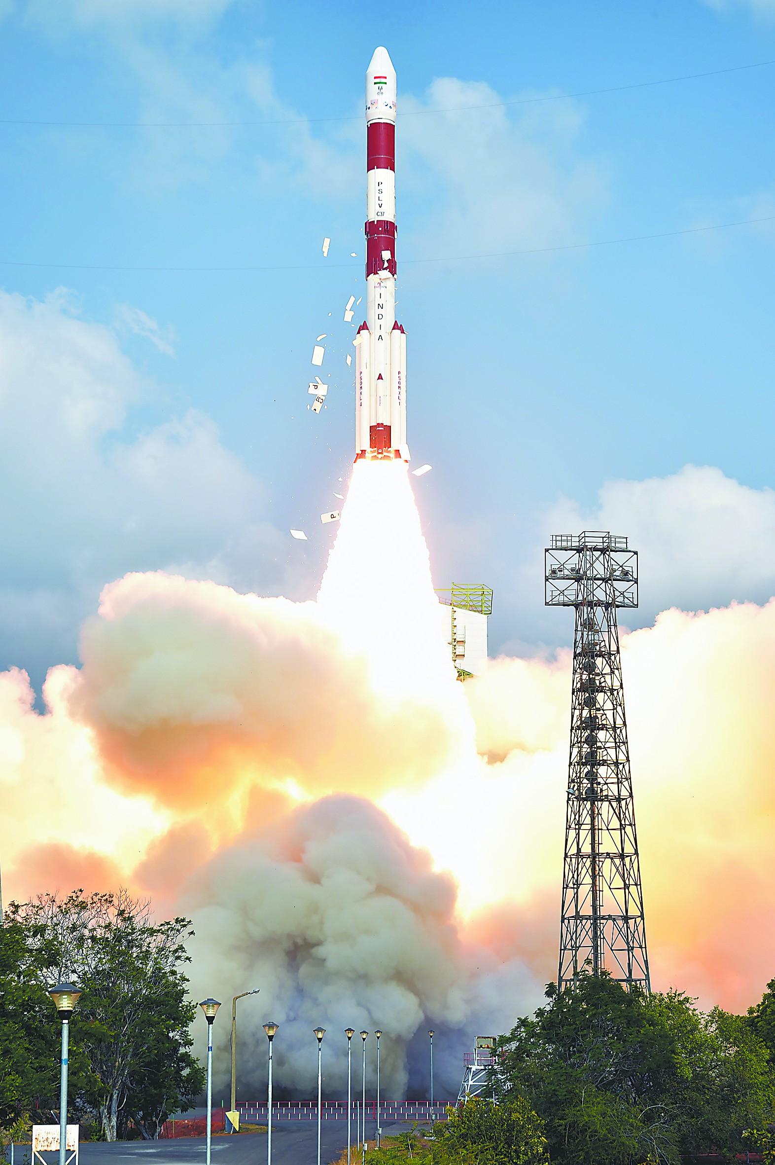 外媒:中国在太空跟美国竞争 技术比印强许多