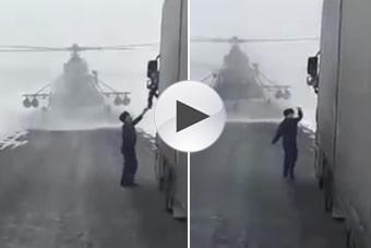 直升机飞行员迫降向老司机问路
