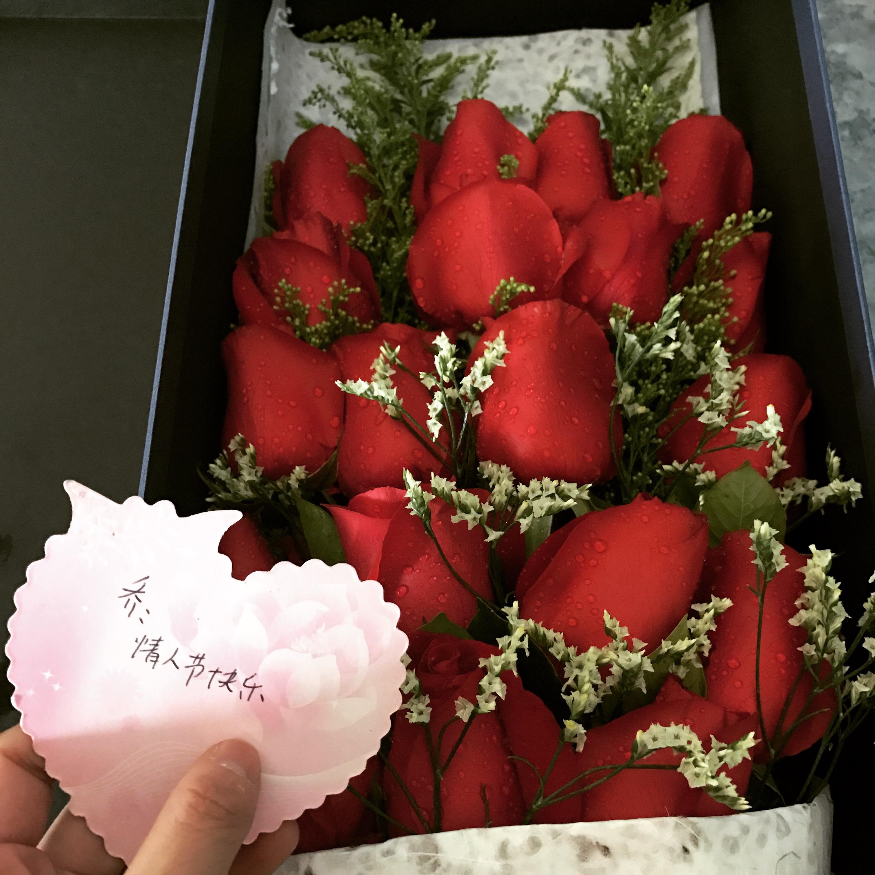 美女老师收到大量表白玫瑰 转赠环卫工表心意