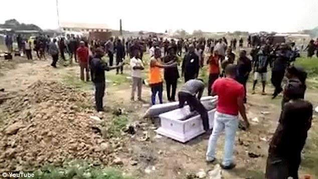 加纳殡仪馆员工撬棺劫尸 因死者家属拖欠费用