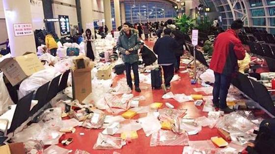 韩媒:韩国人怪中国游客将韩国机场变垃圾场