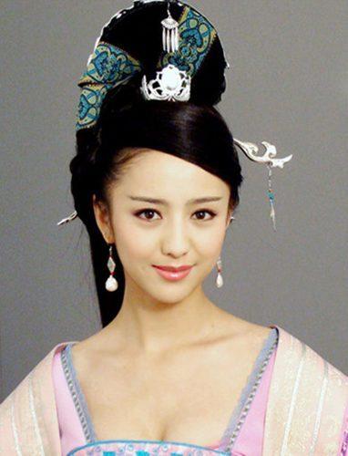《母仪天下》佟丽娅饰演的赵飞燕