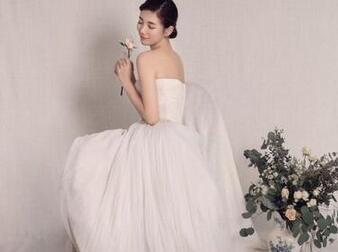 秀智穿婚纱_Miss A秀智第一次穿婚纱 绝对是女神啊