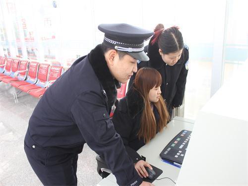 锡林铁警组织安检员开展岗位培训