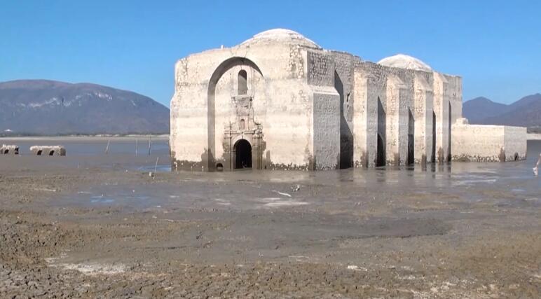 """墨西哥长期干旱 古教堂""""重现江湖"""""""