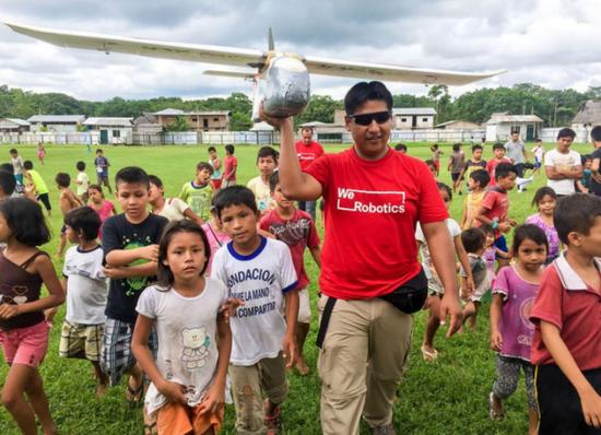在贫穷山区里 一架无人机可以拯救一村人的生命