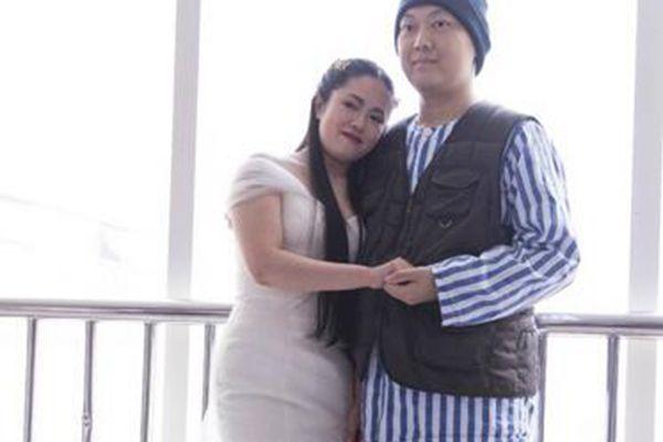 小伙患绝症女友不离不弃 二人拍婚纱照