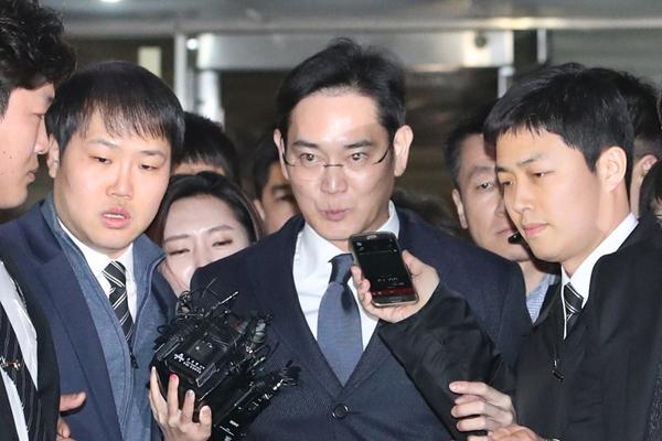 三星掌门人李在镕被批捕 被控行贿2.5亿元
