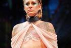 内衣品牌邀乳癌患者走秀