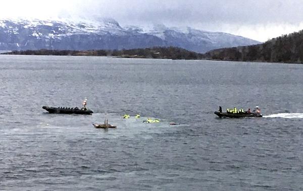 英国一观光船撞上挪威海岸致2游客重伤