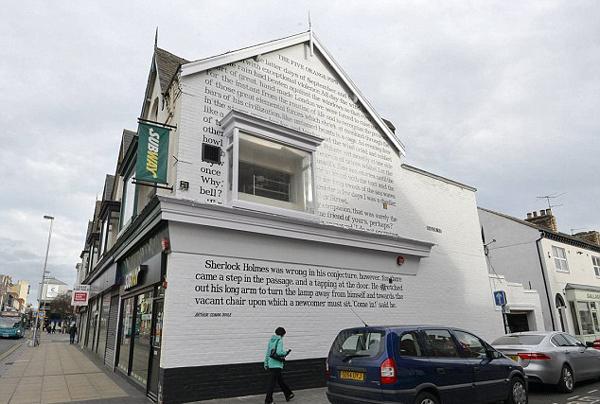 英地方议会花26万绘福尔摩斯系列壁画引热议