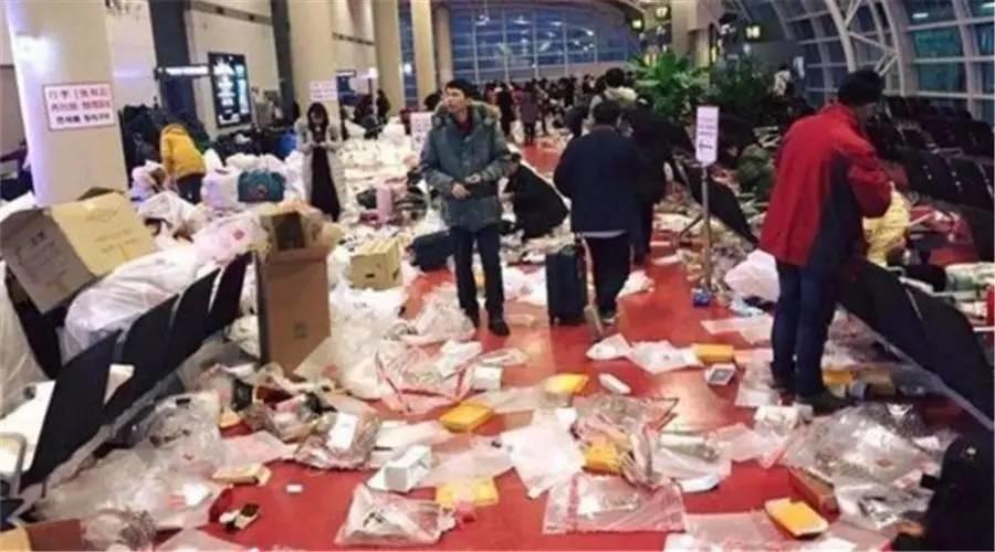"""韩国济州岛机场变""""垃圾场"""",全赖中国游客吗?"""