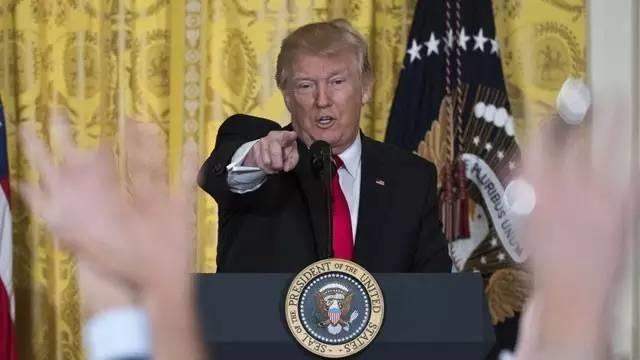 """特朗普个人记者会上痛骂美国媒体""""不诚实""""称接手了"""" 烂摊子 """""""