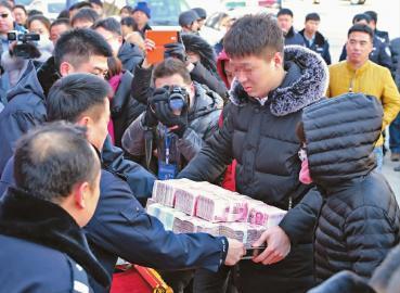 吉林破获特大网络诈骗案 警方现场退赃294万元