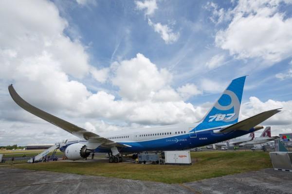 最大梦想客机:第一架波音787-10亮相!
