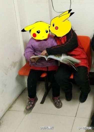 奶奶重男轻女 两姐妹在父母离婚后被赶出家门