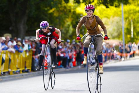 澳大利亚百年老式自行车锦标赛妙趣横生