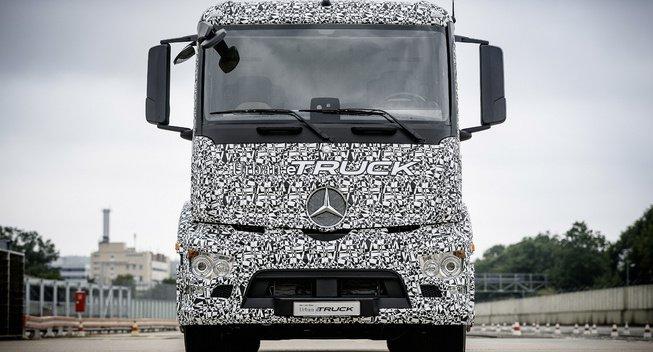 奔驰今年推出电动重卡 将在德国路试