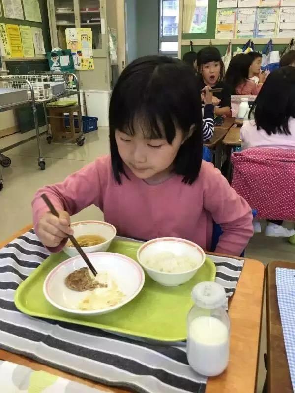他山之石|都说日本小学午餐好,是真还是假?