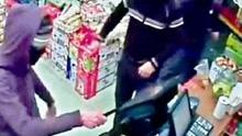 每日一笑:男子抢劫超市要求微信转账