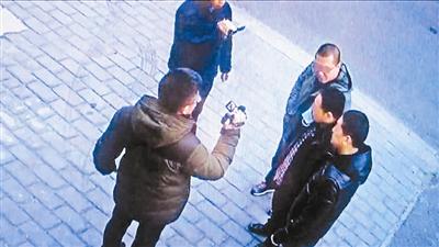 女子200万家具遭熟人盗走 春节曾收对方祝福信息