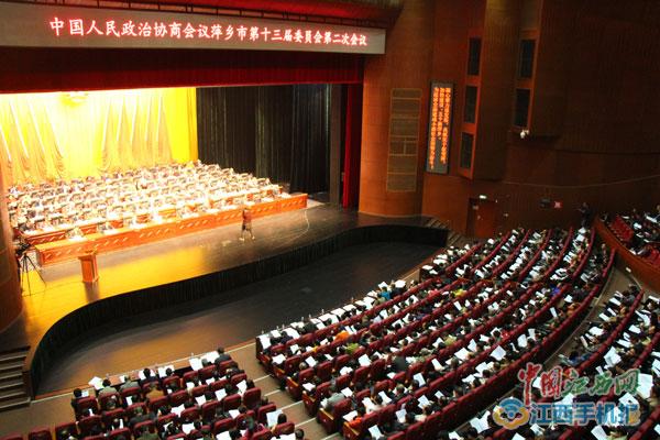 """萍乡""""两会""""镜头:政协委员认真聆听报告(组图)"""