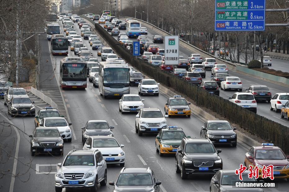 开学首日遇上早高峰 北京交通压力剧增