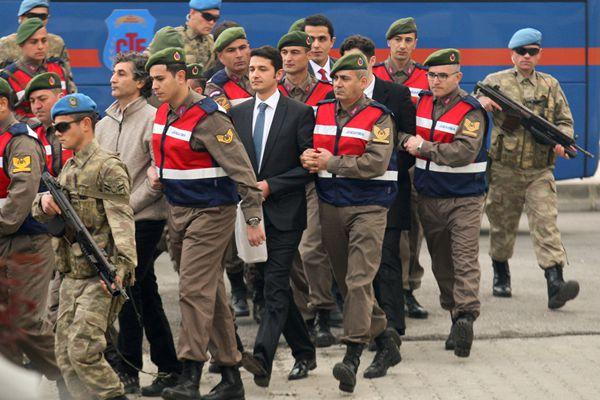 土耳其参与刺杀埃尔多安士兵受审 庭外高度戒备