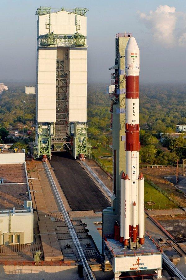 印度航天起步艰辛:曾用自行车运火箭牛车拉卫星