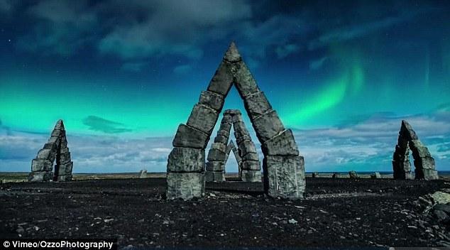 看极光!无人机航拍冰岛满月之夜