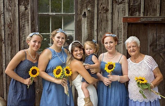 加拿大新娘请92岁外婆做伴娘 暖心合照令人感动