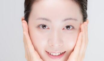 还在为凡间的肌肤干燥困扰?学学仙女们的护肤大法