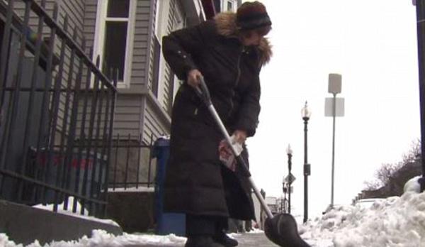 美老太收到1377元罚单 只因没有铲掉门前积雪