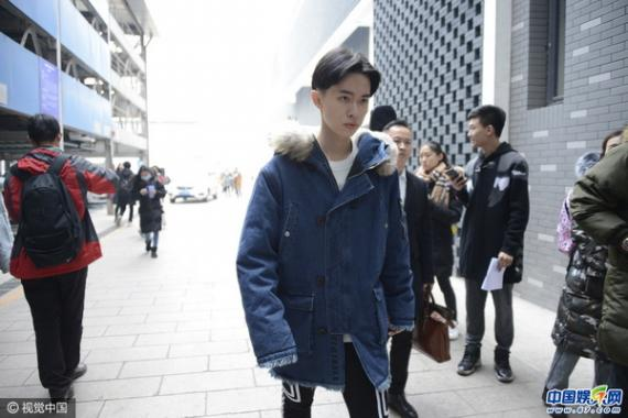 娱乐 滚动新闻 正文  2月18日,王俊凯现身北京电影学院复试现场!图片