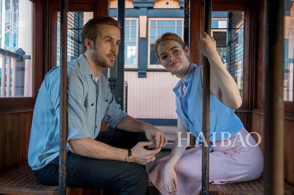 《爱乐之城》艾玛·斯通(Emma Stone) 美出新高度?然而我注意到了她嘴角的法令纹!