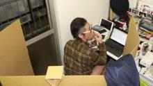 为防灵感消失 日本男子坐纸马桶边如厕边写作