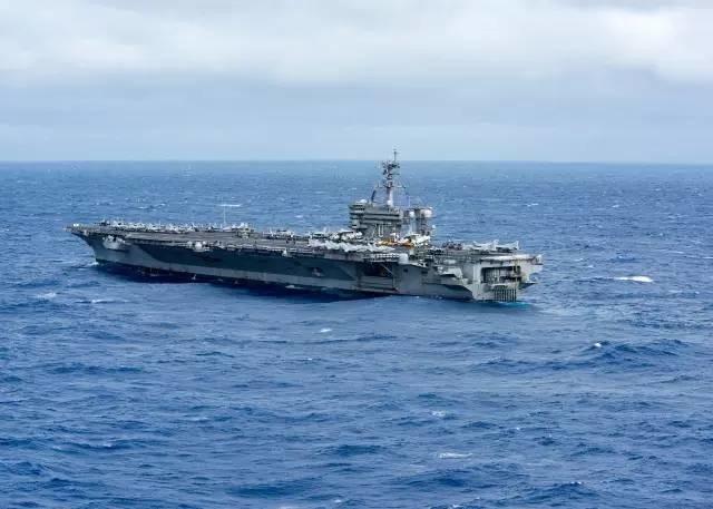 """美军航母来南海想""""谈生意"""" 中国需做军事准备"""