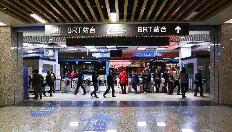 贵阳首条BRT正式运营 市民出行节省一半时间
