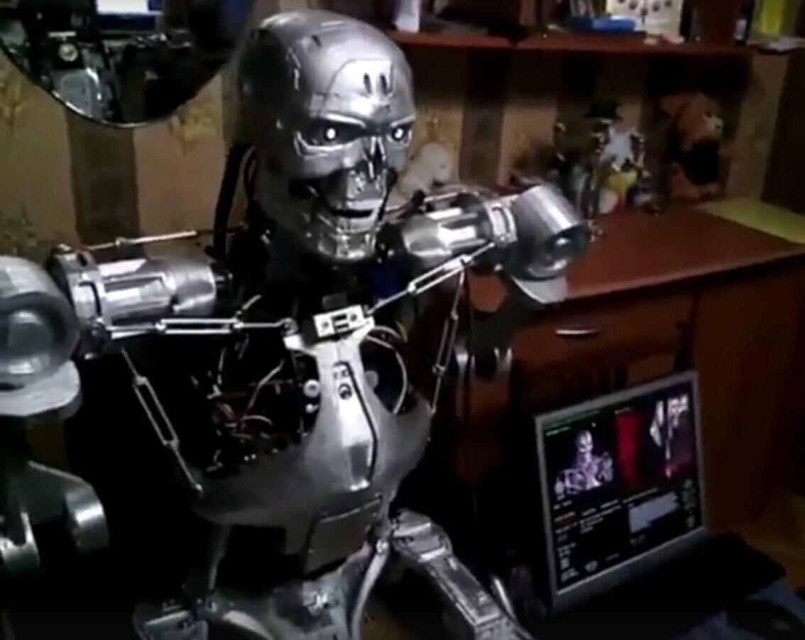"""俄罗斯程序员组装出会说话的""""终结者T-800"""""""