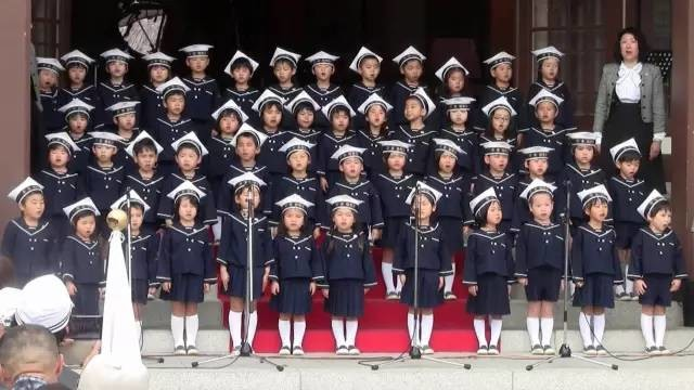 这个日本幼儿园哄娃娃反华,连当地政府都看不下去了