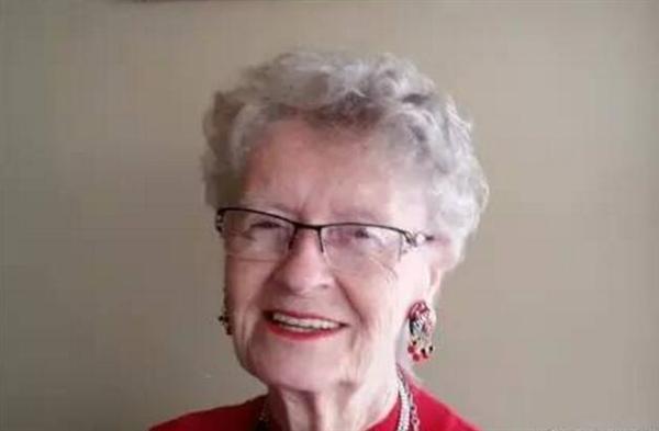 81岁老奶奶沉迷游戏20年:成网红游戏主播