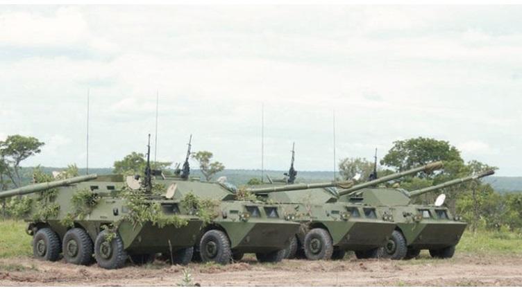 简氏:中国新式装甲车现身安哥拉 打破一传统