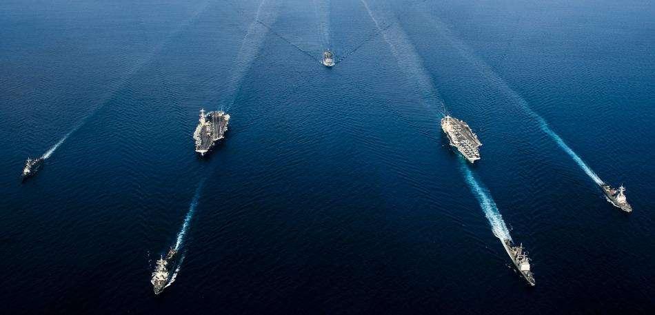 向谁喊话?美军称两大舰队随时能在南海作战