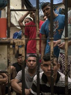 巴西监狱犯罪团伙为招新人血腥厮杀
