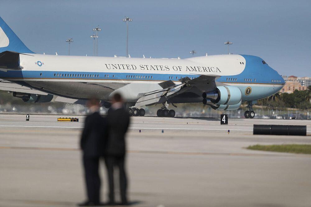 特朗普宣称削减10亿美元专机开支 美空军:不知情