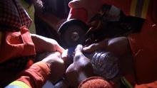 """1岁男童贪玩手指被""""锁""""!看如何快拆"""