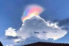 新加坡出现罕见火彩虹